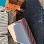 回収したベッドと箪笥