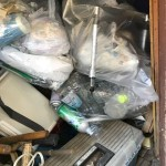 小屋の中のゴミ