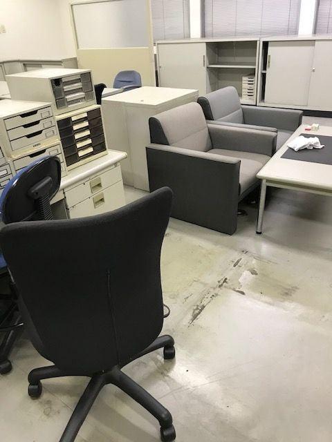大量のオフィス用品